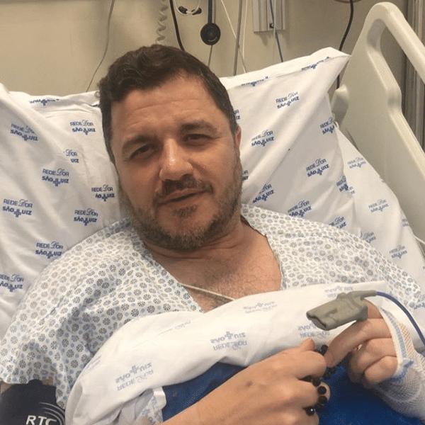 O cantor Maurício Manieri grava vídeo após sofrer infarto