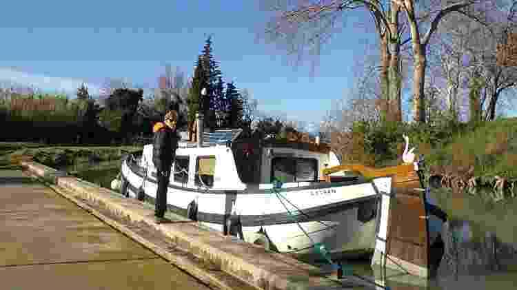Ron mora em um barco nos canais da França - Arquivo pessoal - Arquivo pessoal