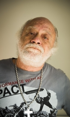 Ascânio (Tonico Pereira) - É o homem que criou Romero (Alexandre Nero). É a pessoa mais próxima dele no começo da história