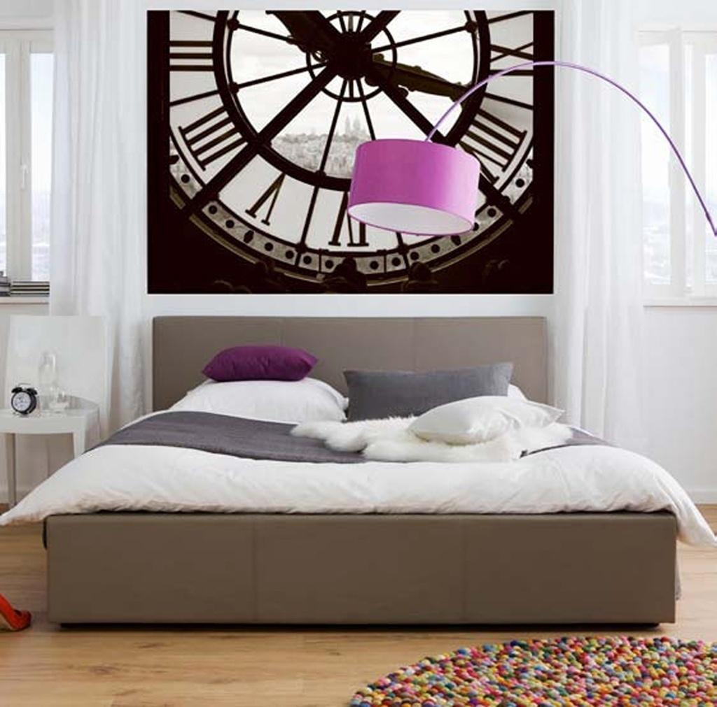 Com a aplicação do painel fotográfico, este dormitório ficou mais