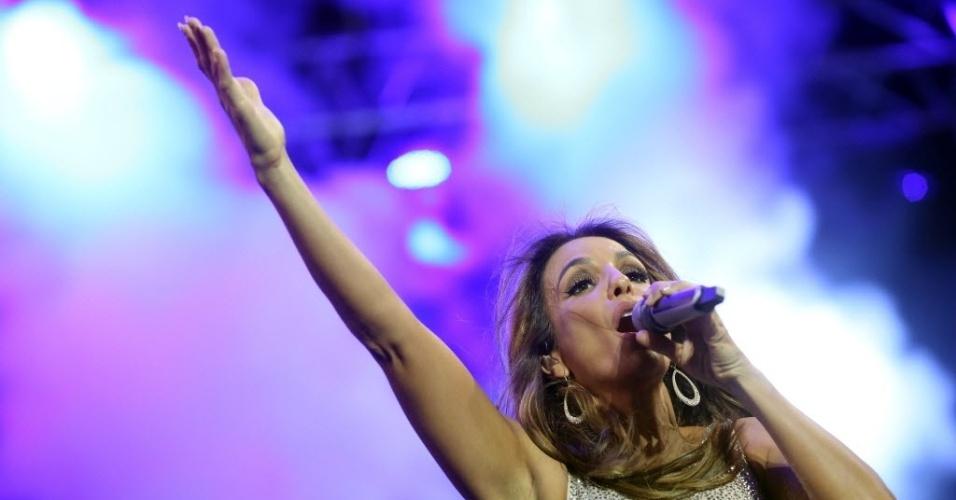 23.jan.2016 - Embalando o público do CarnaUOL, Ivete Sangalo faz apresentação cheia de energia no Urban Stage, em São Paulo.
