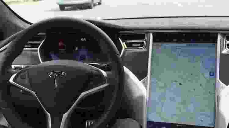 Sistema Autopilot tem sido aprimorado com base em dados gerados pela frota já em circulação - Alexandria Sage/Reuters