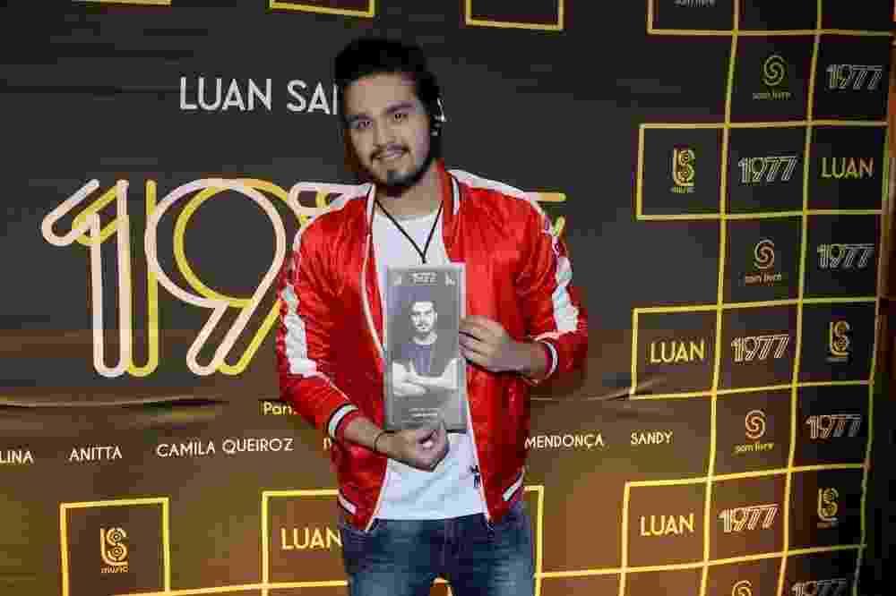 """10.ago.2016 - Luan Santana mostra a capa do seu novo DVD, """"1977"""", que homenageia as mulheres e traz músicas em parceria com grandes artistas femininas - Francisco Cepeda/AgNews"""