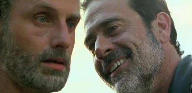 "Rick (Andrew Lincoln) recebe ameaças de Negan (Jeffrey Dean Morgan) no quarto episódio de ""The Walking Dead""  - Reproduçao/Fox"