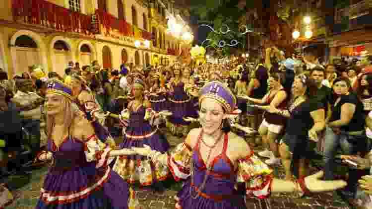 19.fev.2012 - Maracatu Cabra Alada desfila na Rua do Bom Jesus, no Carnaval do Recife - Igo Bione - 19.fev.2012/JC Imagem  - Igo Bione - 19.fev.2012/JC Imagem