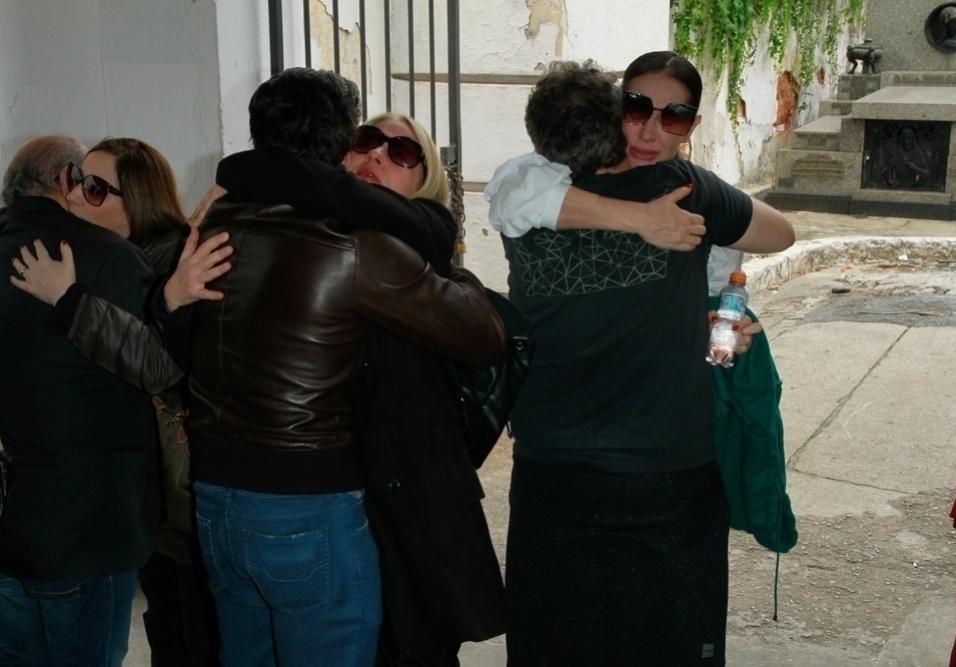 Marcos Tumura tinha 49 anos e amigos como Claudia Raia e Jarbas Homem de Mello ficaram surpresos com a morte do ator e coreógrafo. Ele passou mal após uma partida de vôlei e chegou a ser socorrido no Hospital 9 de Julho, em São Paulo, mas não resistiu as complicações de um infarto