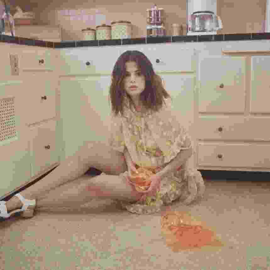Selena sensualiza em vestidinho transparente em novo clipe - Reprodução/Instagram
