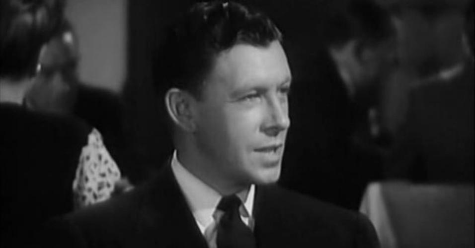 "George Murphy em cena no filme ""The Arnelo Affair"" (1947)"
