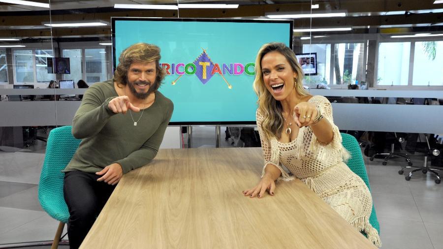 """Franklin David e Lígia Mendes no """"Tricotando"""", da RedeTV!; programa vive uma fuga de """"merchans"""" - Divulgação/RedeTV!"""