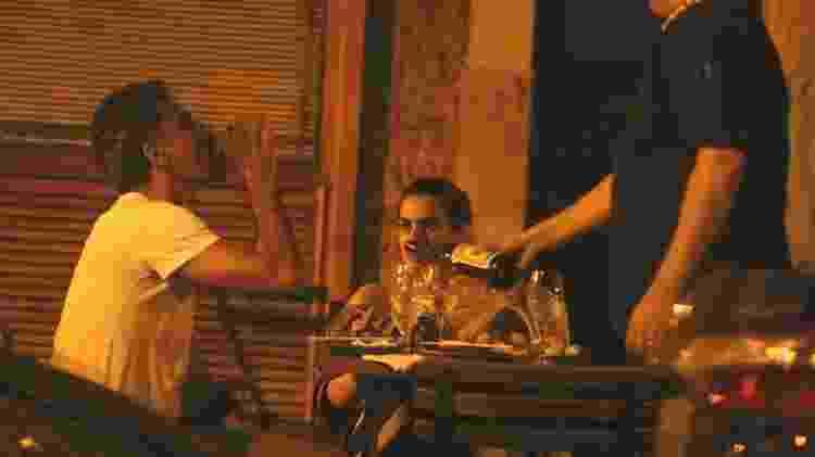 Cleo é vista em barzinho carioca acompanhada - Thiago Martins - Thiago Martins