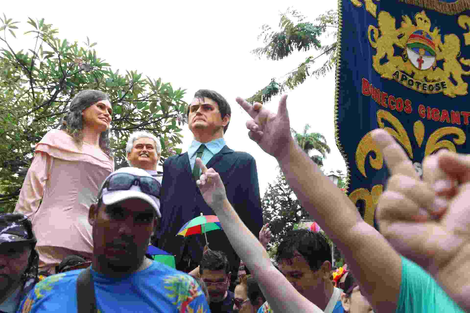 Apoteose dos bonecos gigantes de Olinda tem o presidente Jair Bolsonaro e a primeira-dama Michele Bolsonaro - Marlon Costa/Futura Press/Estadão Conteúdo