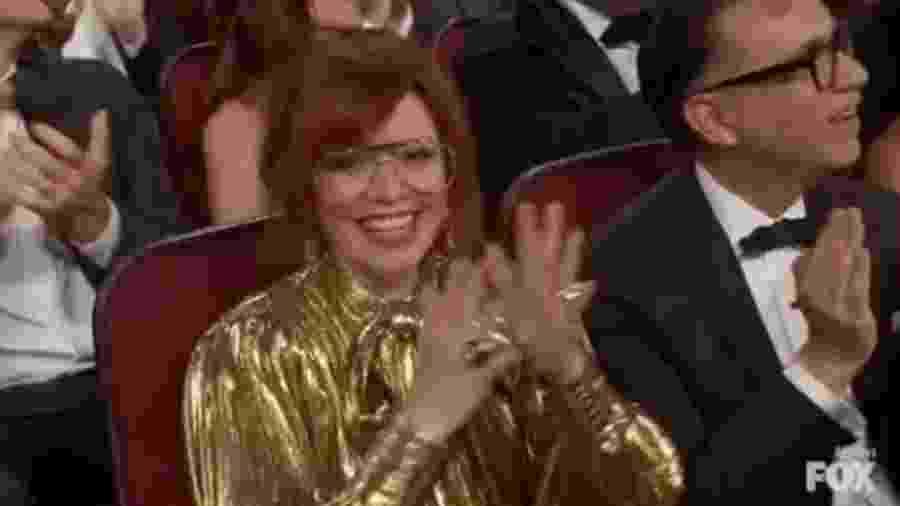 Natasha Lyonne batendo palmas - Reprodução