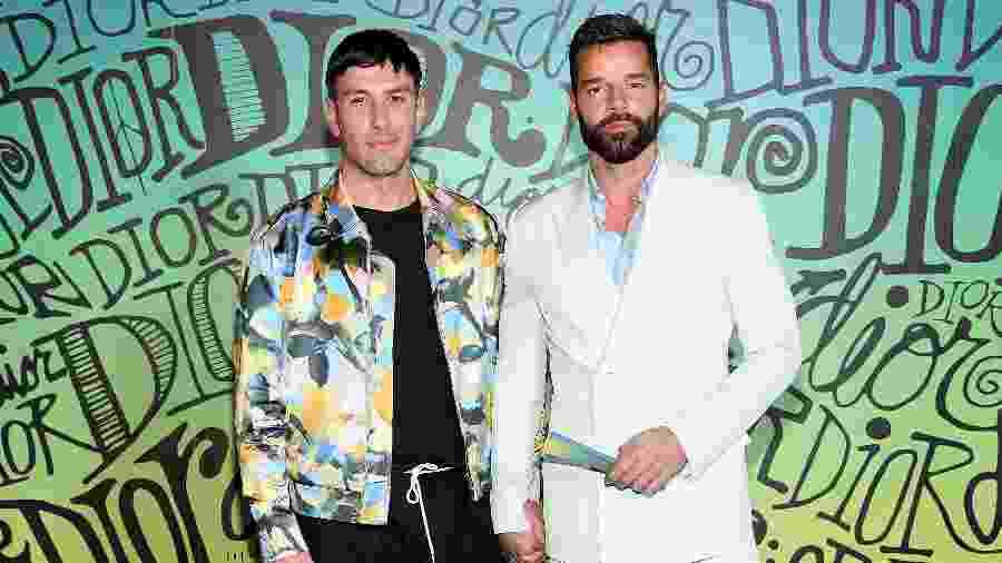 Jwan Yosef (à esquerda) e Ricky Martin comparecem ao desfile da grife Dior - Dimitrios Kambouris/Getty Images for Dior Men