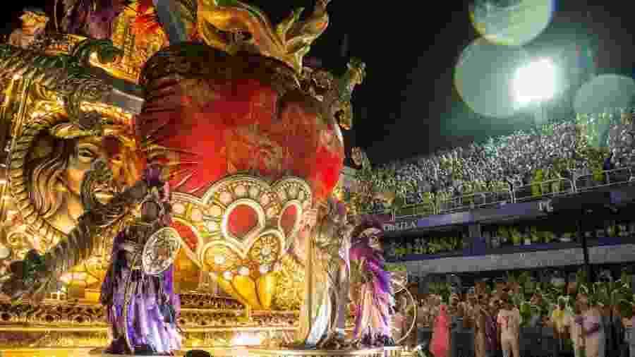 O desfile da Mangueira no Carnaval 2020 - Júlio César Guimarães/UOL