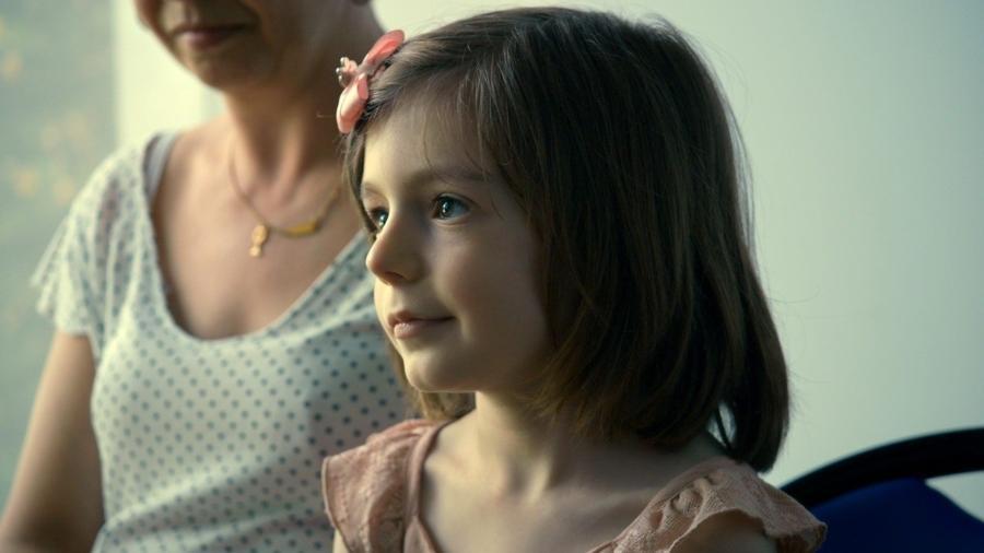 """Sasha é a protagonista do documentário francês """"Pequena Garota"""", lançado no Brasil no último dia 24 - Divulgação/Imovision"""