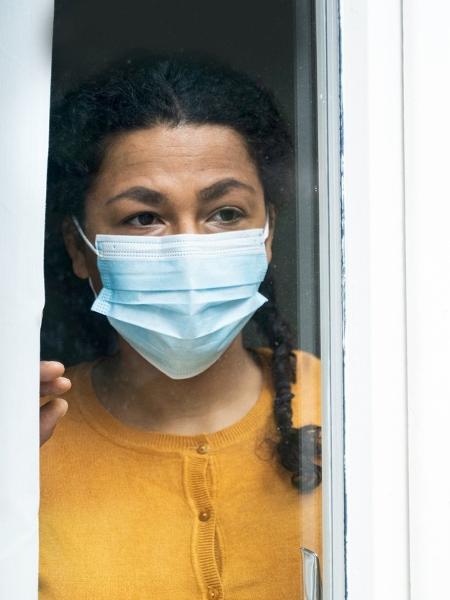 Governos devem criar políticas públicas para ajudar mulheres impactadas pela crise sanitária - Getty Images/iStockphoto