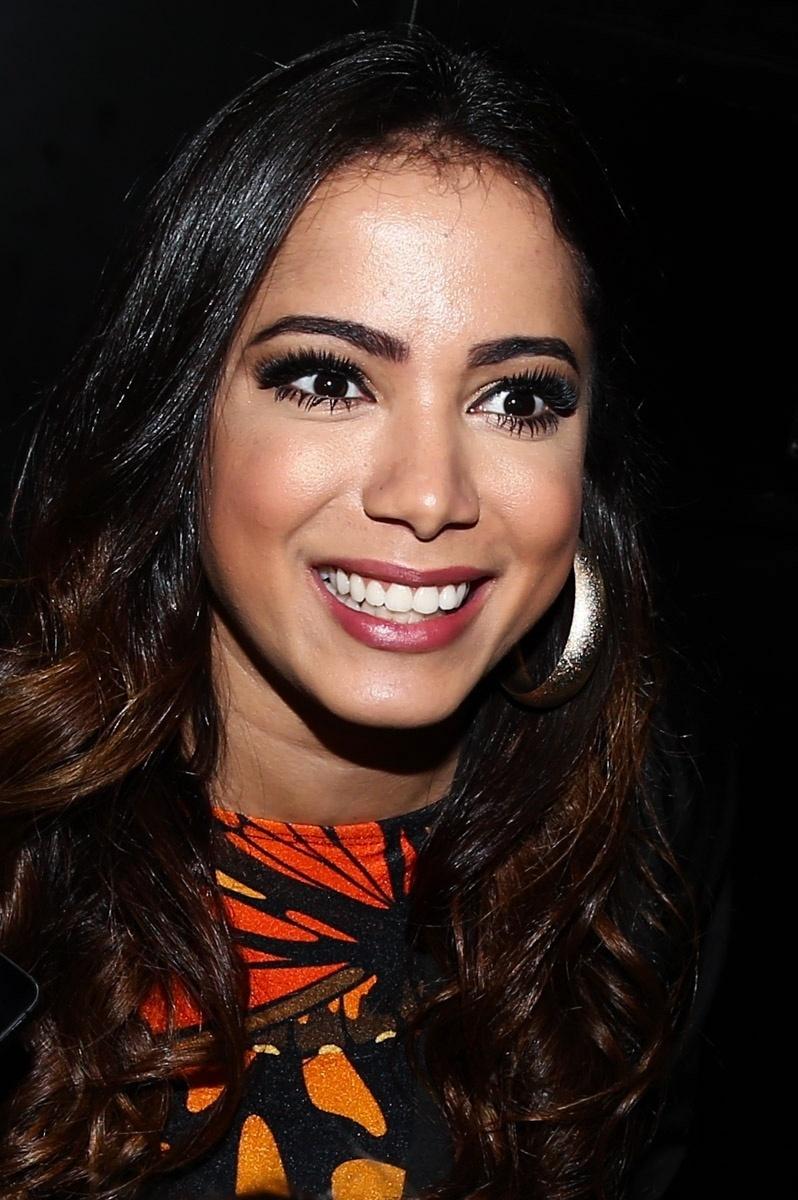 30.jun.2015 - Anitta chega para realizar um show especial em uma boate no Itaim Bibi, zona sul de São Paulo, na noite desta terça-feira