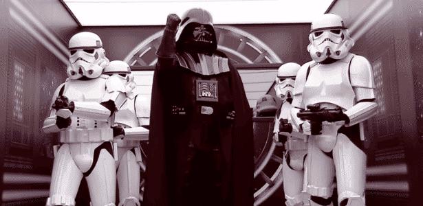 """Pegadinha colocou personagens de """"Star Wars"""" na saída de banheiro químico - Reprodução/SBT"""