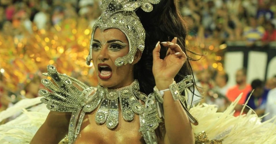 6.fev.2016 - Cinthia Santos é a rainha de bateria da Águia de Ouro