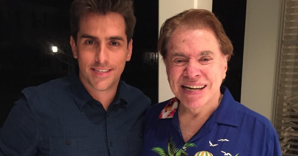 Rodrigo Branco tieta Silvio Santos, com seu famoso traje de turista, nos Estados Unidos