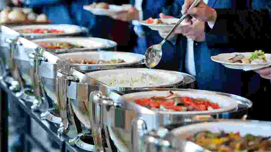 Restaurantes self-service - iStock