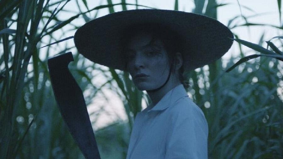 """A cantora Lorde em cena de """"Perfect Places"""" - Reprodução"""