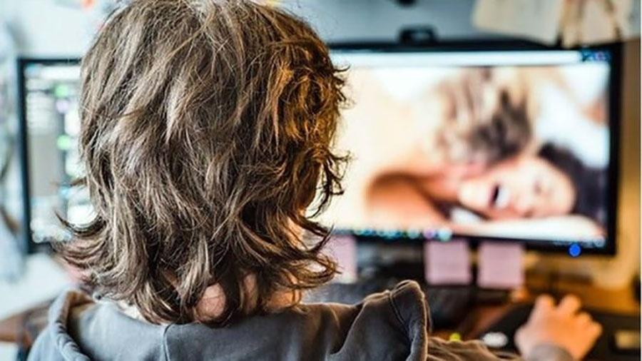 Estudo mostra que idade em que homem é apresentado à pornografia molda suas atitudes em relação às mulheres - SCIENCE PHOTO LIBRARY