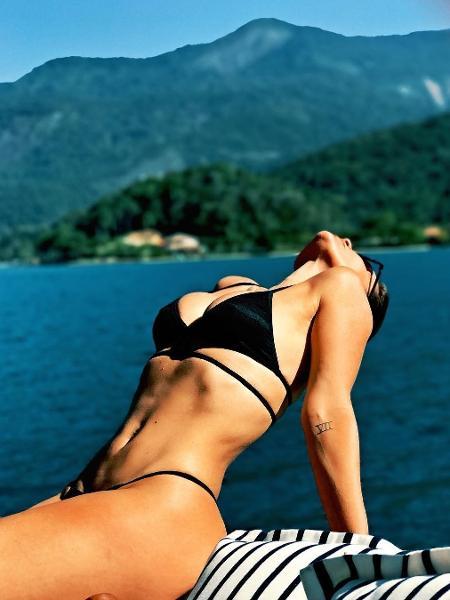 Flávia Alessandra impressiona com o corpo tonificado em dia de praia - Reprodução/Instagram Flavia Alessandra
