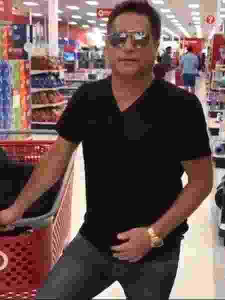 Leonardo se recusa a comprar em lojas de marca - Reprodução/Facebook
