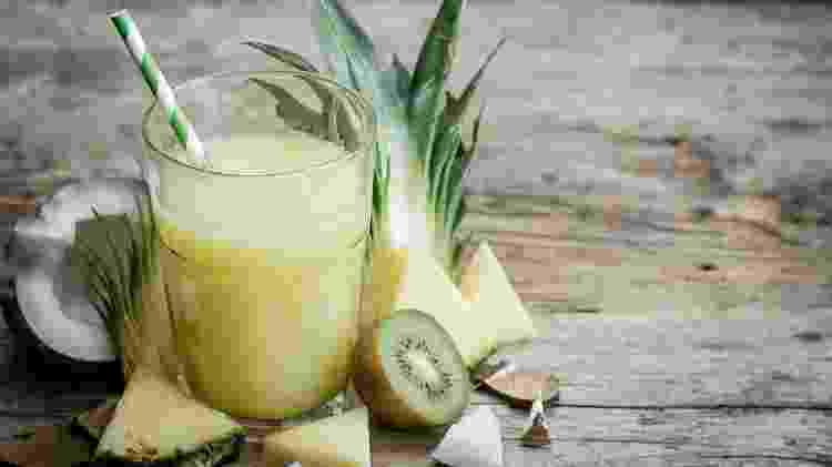 Suco abacaxi, coco - iStock - iStock