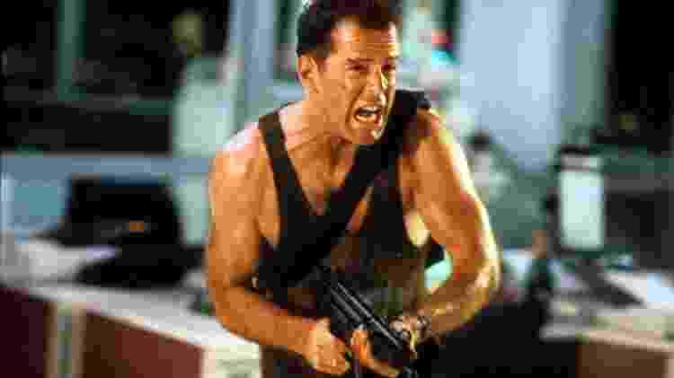 """Bruce Willis em cena de """"Duro de Matar"""" (1988) - Divulgação - Divulgação"""