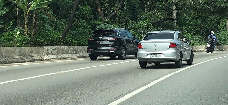 JAC S7, futuro T80, foi visto pela reporagem de UOL Carros rodando sem placas na Marginal do Rio Pinheiros, em São Paulo (SP) - André Deliberato/UOL
