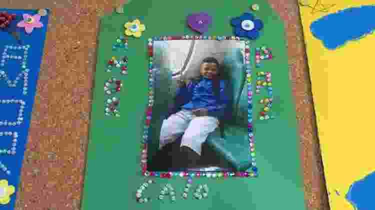 Quadro traz fotos dos filhos que as pacientes perderam, com palavras de conforto - BBC - BBC