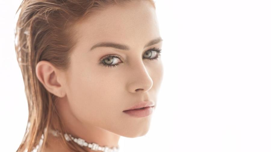 Laryssa Ayres usa argila para deixar a pele mais limpa - Vinicius Mochizuki