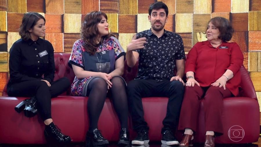 """Marcelo Adnet leva a mulher (à esquerda), Patrícia, ao programa """"Tamanho Família""""  - Reprodução/Globo"""
