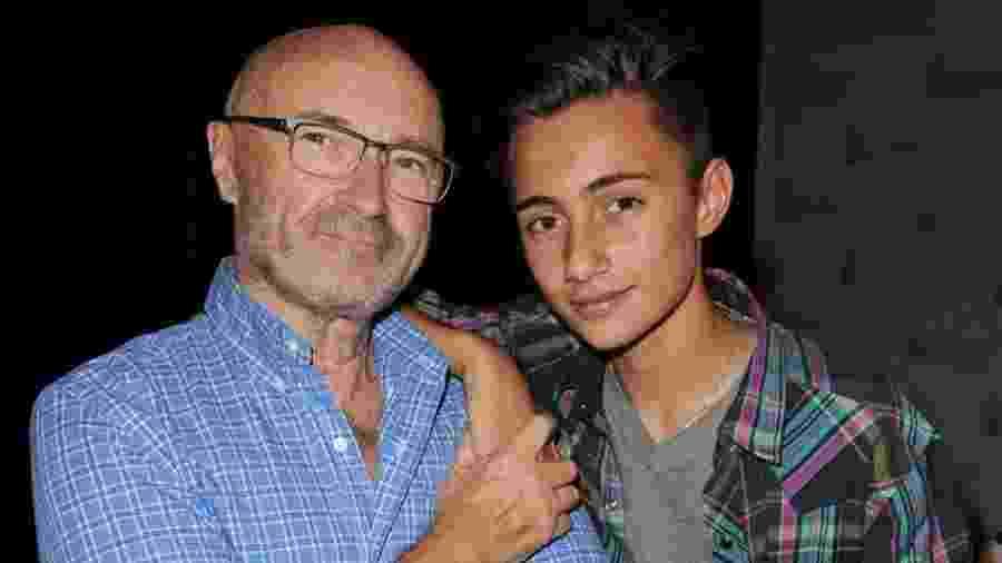 Phil Collins e o filho Nicholas, hoje com 17 anos - Larry Marano/Getty Images