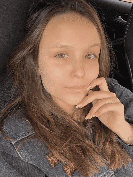 Sem make, Larissa Manoela dá recado a haters