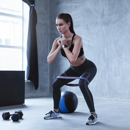 dfe2d388e60c2 O elástico é um acessório que permite realizar vários exercícios e treinar  em qualquer lugar Imagem: Istock