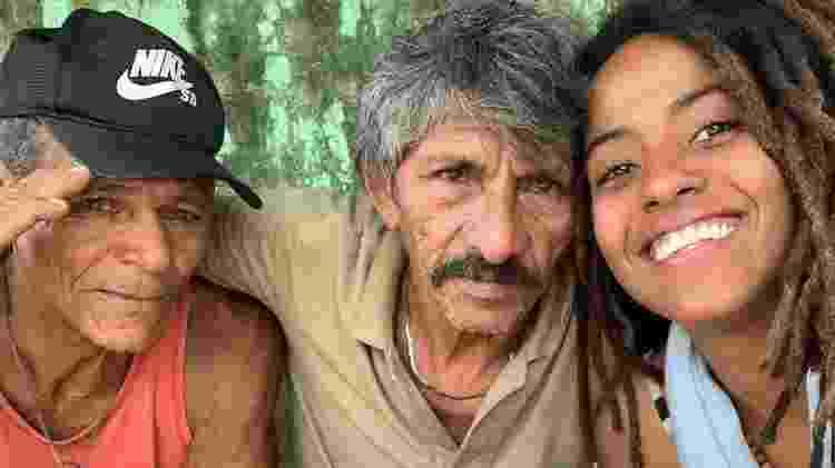 Manoela Ramos com Dereco e Eliseu, nativos de Algodoal, no Pará - Reprodução/Instagram