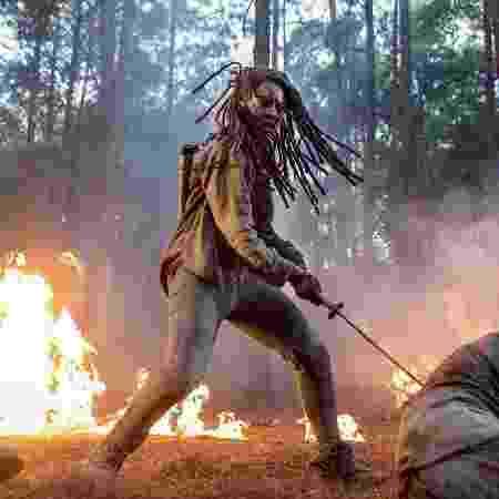 Danai Gurira em cena da décima temporada de The Walking Dead - Divulgação/EW