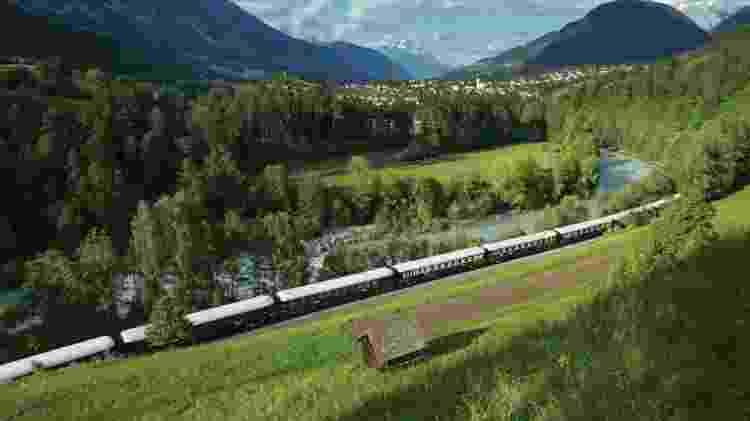O Venice Simplon-Orient-Express realiza diversos roteiros pelo interior da Europa - Divulgação/Belmond