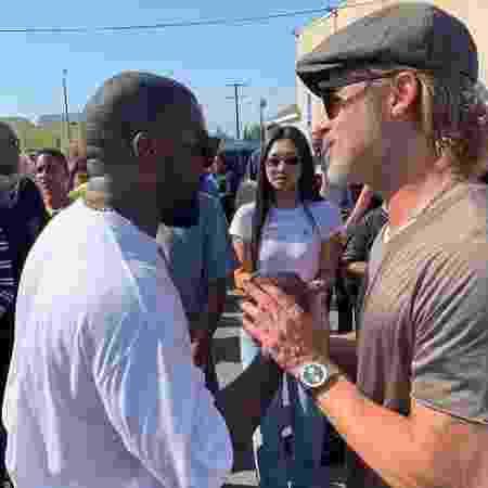 Kanye West e Brad Pitt no Sunday Service - Reprodução