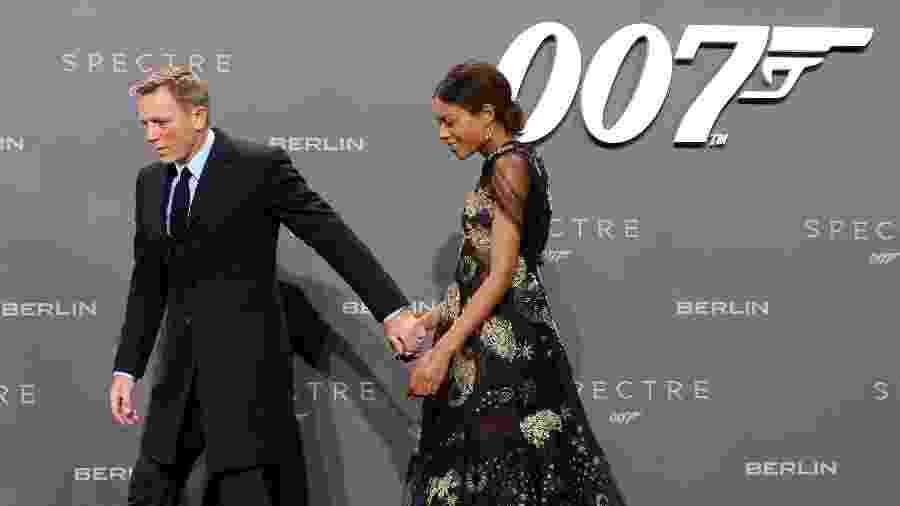 Os atores Daniel Craig e Naomie Harris, de 007 - Adam Berry/Getty Images for Sony Pictures