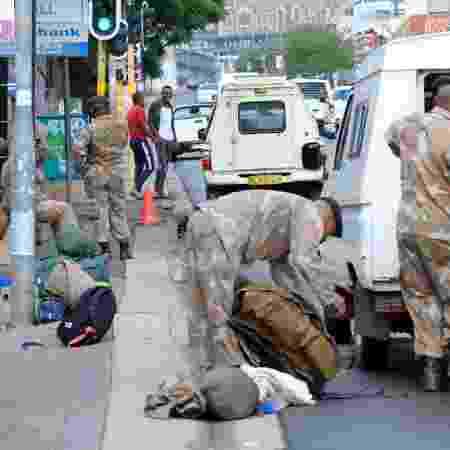 Militares se preparam para agir no combate ao coronavírus na Africa do Sul - Getty Images