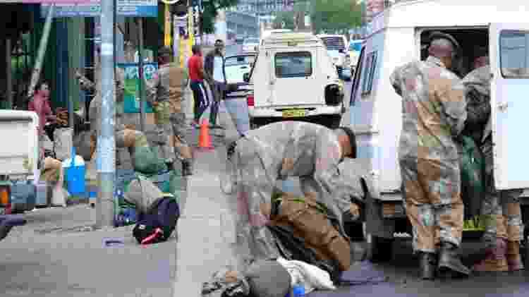 Militares se preparam para agir no combate ao coronavírus na Africa do Sul - Getty Images - Getty Images