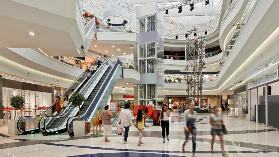 Setor de shopping centers registrou 496 estabelecimentos reabertos (86% do total) hoje (28), em 187 municípios - Getty Imagens
