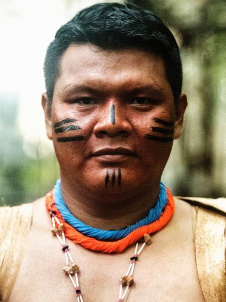 """A liderança indígena Maurício Tomé Rocha Ye""""kwana durante filmagens da campanha do ISA #PovosDaFloresta, em Presidente Figueiredo (AM), - André Villas-Bôas / ISA"""