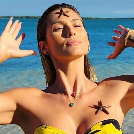 Lívia Andrade posa em praia paradisíaca - Imagem: Reprodução/Instagram@liviaandrade