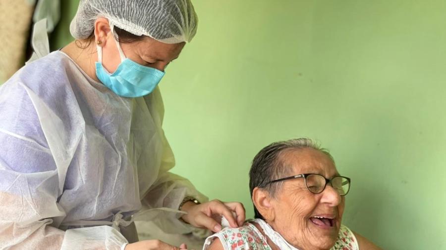 """A enfermeira Maria Silvana Braga: """"A gente precisa fazer com que a vacina chegue até o idoso que está precisando"""" - Arquivo pessoal"""