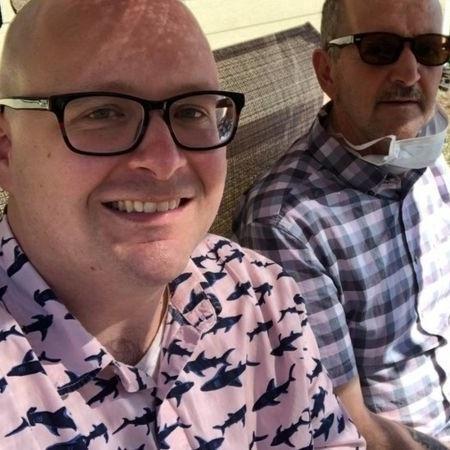 Roger Ellis (direita) começou a apresentar sintomas da doença em 2019, diz Steve Ellis (esquerda) - CORTESIA/ STEVE ELLIS